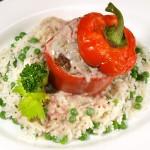 Gefüllte Paprika auf Reis