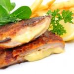 Puten Cordon bleu mit Pommes & gem. Salat